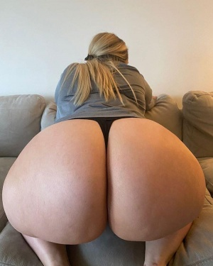 Fat White Bubble Butt Bouncing