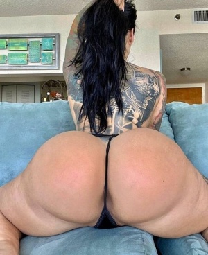 Huge White Ass Twerking in a Tiny Thong