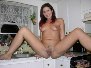 Amateur Cougar MILF Spreading