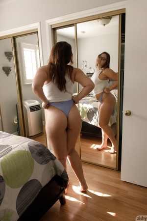 Amateur PAWG with Fat Ass Cheeks and Thick Thighs