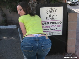 Huge Thong Booty Twerking in Jeans