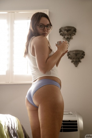 Big Booty Amateur Teen with Glasses