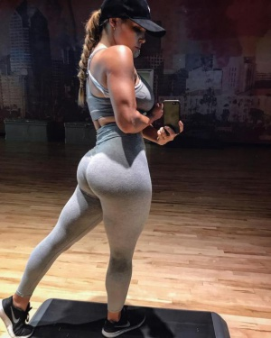 Massive Gym Booty in Yoga Pants