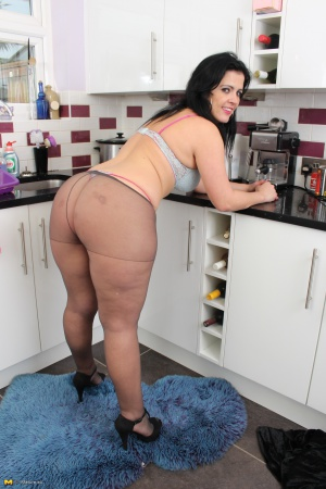 Jiggly Fat Ass White MILF in Pantyhose