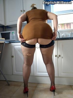 Big Booty MILF Twerking in Fishnet Pantyhose