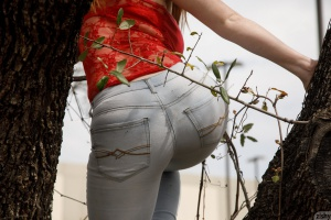Big Booty Redhead in Tight Jeans