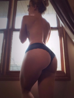 Huge White Ass Hourglass Booty