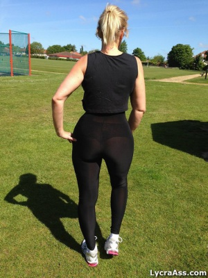 Amateur Fat White Ass in Yoga Pants