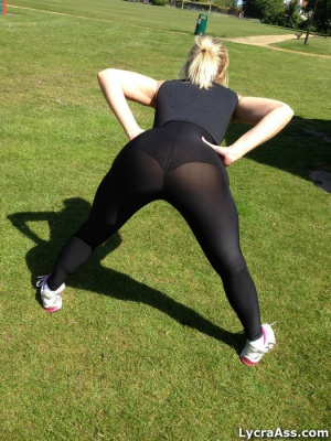 Big Ass Shaking in Leggings