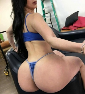 Gigantic Thong Booty Twerking