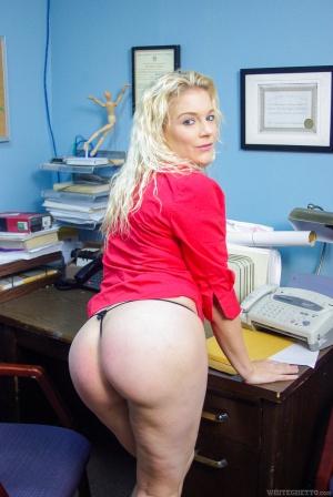 Fat White Thong Booty Twerking