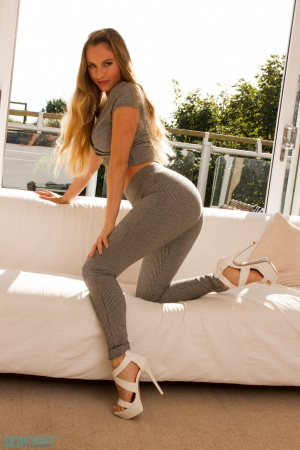Big Ass Twerking in Tight Spandex Yoga Pants