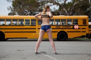 Bubble Butt Amateur in Short Shorts