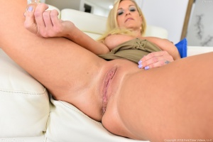 Big Booty White MILF POV Close Up