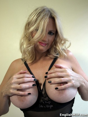 Busty PAWG MILF in Sheer Pantyhose