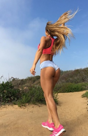 Stunning Fitness Ass in Mini Shorts