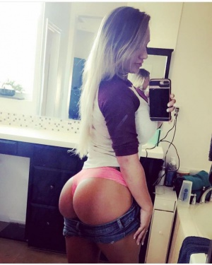 Huge Ass PAWG Selfie in Booty Shorts