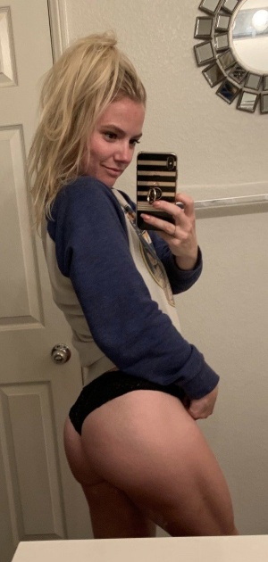 Candid Gym Booty Ass Selfie