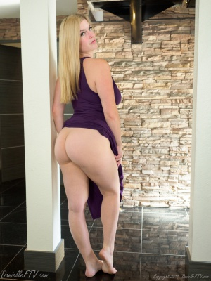 Big Booty MILF with Jiggly Cellulite Thighs