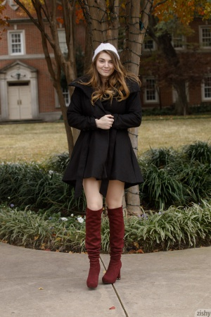 Curvy Teen Amateur in Knee Boots
