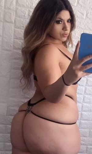 Curvy Young Latina Booty Twerking