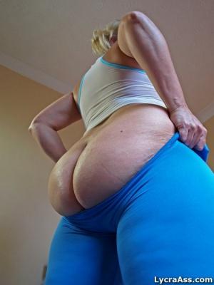 Huge Ass Cheeks in Tight Spandex Leggings