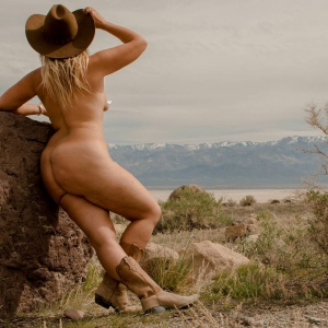 Nude Country Blonde with a Fat Ass