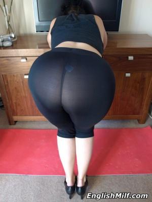 Big Thong Booty Twerking in Yoga Pants