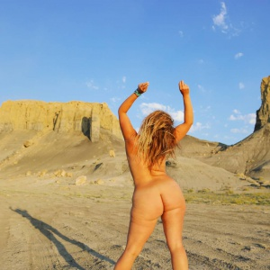 Nude BBW Booty Shaking