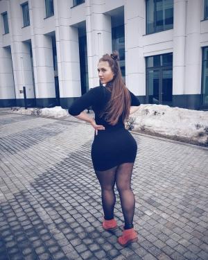 Huge Ass White Girl Walking in Public