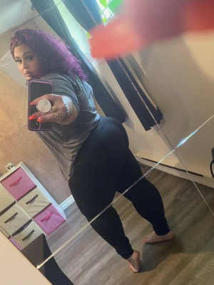 Huge Latina Ass Clapping in Shiny Spandex