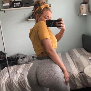 Huge White Ass in Lycra Leggings