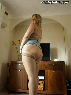 Mature Ass Bouncing in Booty Shorts