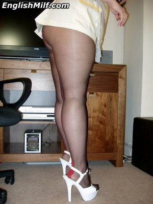 Mature Fat Ass PAWG in Pantyhose