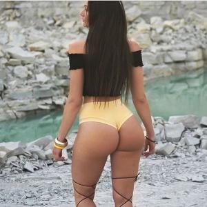 Latina Perfect Ass Flashing