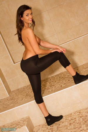 Hot Teen Ass in Tight Leggings