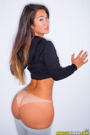 Tanned Fat Bubble Butt Twerking