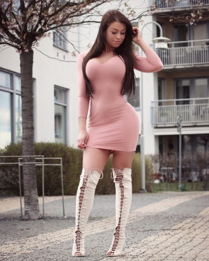 Thick Ass Latina Babe in Thigh Boots