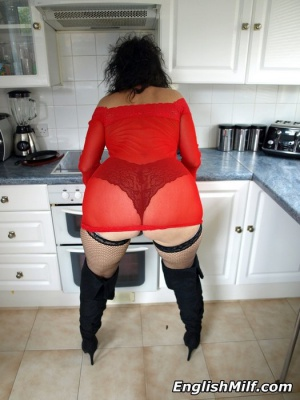 Thick Ass Shaking Mature MILF Booty