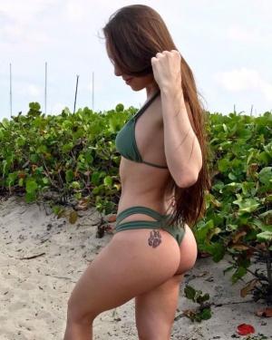 Bubble Ass PAWG in a String Bikini