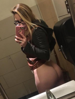 Young Bubble Butt PAWG Selfie