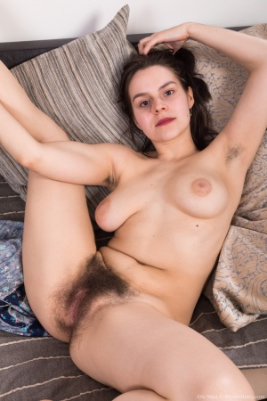 Chubby White Girl with Wide Hips and a Hairy Pussy