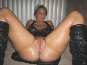 Tanned Ass MILF with a Juicy Wet Pussy