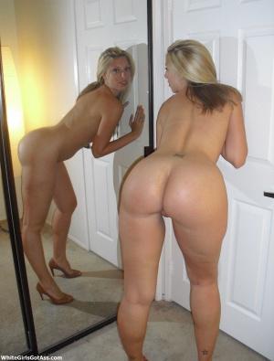 Perfect Tanned Ass MILF Twerking