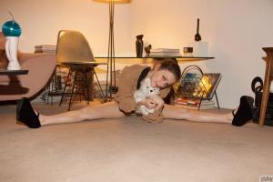Flexible Amateur Teen in Chunky Heels